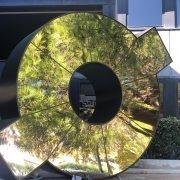 Une sculpture de Pierre Marie Lejeune prend place devant les locaux de Sifer Promotion
